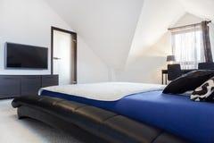 Intérieur de chambre à coucher conçue images stock