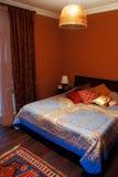 Intérieur de chambre à coucher confortable images libres de droits
