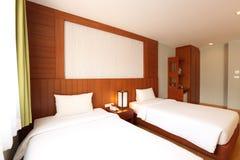 Intérieur de chambre à coucher de deux lits Photo stock