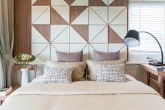Intérieur de chambre à coucher de luxe dans la maison ou l'hôtel avec la lampe Intérieur Photos libres de droits