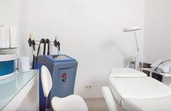 Intérieur de clinique de cosmétologie Photos libres de droits