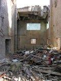 Intérieur de construction abandonné et détruit Photographie stock