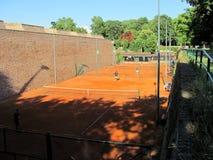 Intérieur de court de tennis de vieille forteresse Belgrade, Serbie de Kalemegdan photos stock