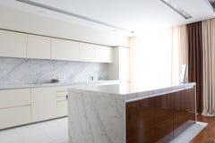 intérieur de cuisine lumineuse Photographie stock