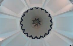 Intérieur de dôme de mosquée de KIPSAS dans Pahang Images libres de droits