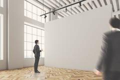 Intérieur de galerie de mur vide, les gens Photo libre de droits