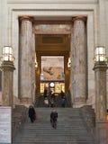 Intérieur de gare ferroviaire de Milan Centrale Photo libre de droits