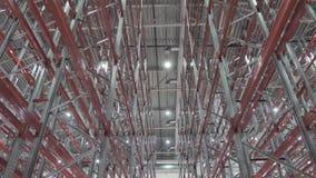 Intérieur de grand nouvel entrepôt vide moderne banque de vidéos