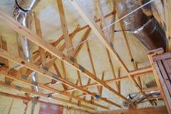 Intérieur de grenier de bâtiment Construction de toiture d'intérieur Chambre de cadre en bois de toit Photographie stock
