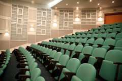 Intérieur de hall pour des conférences. image libre de droits