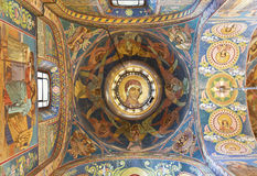 Intérieur de l'église du sauveur sur le sang renversé à St Petersburg Photographie stock libre de droits