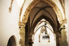 Intérieur de l'église enrichie Prejmer dans la ville de Prejmer, près de Brasov Plan rapproché de l'arcade photo stock