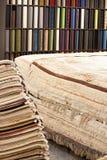 Intérieur de la boutique de tapis Images libres de droits