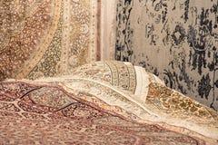 Intérieur de la boutique de tapis Images stock
