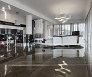 Intérieur de luxe moderne en journée Photos libres de droits