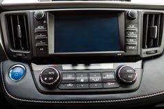 Intérieur de luxe de voiture de prestige, tableau de bord, volant photographie stock libre de droits