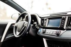 Intérieur de luxe de voiture de prestige, tableau de bord, volant image libre de droits