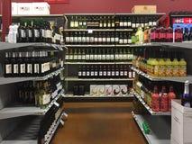 Intérieur de magasin de vins et de spiritueux Photos libres de droits