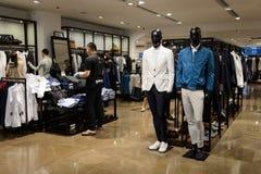 Intérieur de magasin de Zara Photos stock