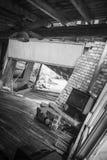 Intérieur de maison détruite par inondation photos stock