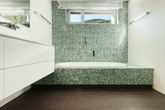 Intérieur de maison moderne, salle de bains Photographie stock libre de droits