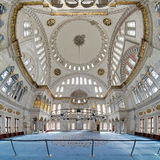 Intérieur de mosquée de Nuruosmaniye à Istanbul Images stock