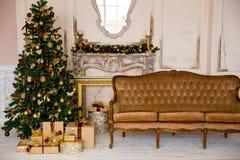 Intérieur de Noël dans la couleur d'or Images stock