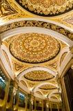 Intérieur de palais de bouddhiste de Lingshan Images stock