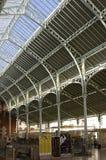 Intérieur de petits centre commercial et marché Valence, Espagne photographie stock libre de droits