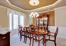 Intérieur de salle à manger dans la maison de luxe Photographie stock libre de droits