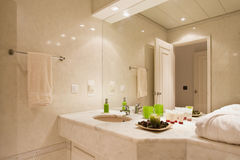 Intérieur de salle de bains Image libre de droits