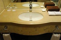 Intérieur de salle de bains d'hôtel Images libres de droits