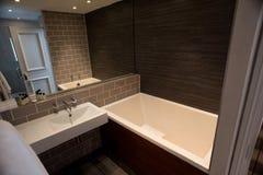 Intérieur de salle de bains moderne images libres de droits