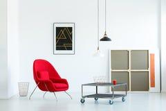 Intérieur de salon de Minimalistic avec une table basse mobile, r photos libres de droits