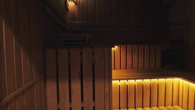 Intérieur de sauna et d'accessoires finlandais de sauna banque de vidéos