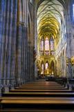 Intérieur de St Vitus Cathedral dans le château de Prague images stock