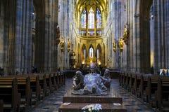 Intérieur de St Vitus Cathedral dans le château de Prague photo stock