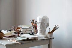 Intérieur de studio de peinture d'artiste indépendant Photographie stock