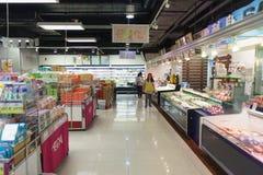 Intérieur de supermarché de TEMPS INFINI Photographie stock
