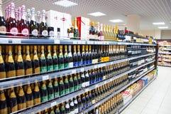 Intérieur de supermarché typique de Moscou à Moscou Image stock