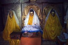 Intérieur de temple de Mahabodhi dans Bodhgaya Photos libres de droits