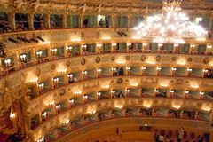 Intérieur de théâtre de Fenice de La, Venise, Italie photographie stock
