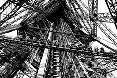 Intérieur de Tour Eiffel en photo noire et blanche de Paris photos stock