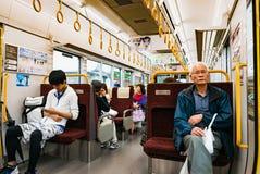 Intérieur de train local à Hiroshima, Japon image libre de droits