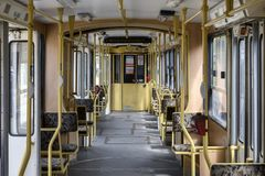 Intérieur de tram articulé par vintage à Budapest Hongrie image libre de droits