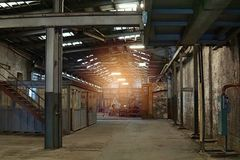Intérieur de vieille usine d'abandon Un intérieur de structure d'Ind vide Images stock