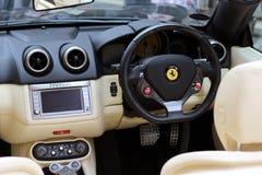 Intérieur de voiture de sport de Ferrari Photographie stock