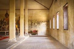 Intérieur de Wat Thep Charoen près de Chumphon, Thaïlande Photos stock