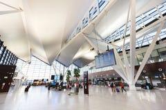 Intérieur du bâtiment moderne de l'aéroport de Lech Valesa Images libres de droits