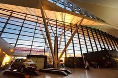 Intérieur du bâtiment moderne de l'aéroport de Lech Valesa Images stock